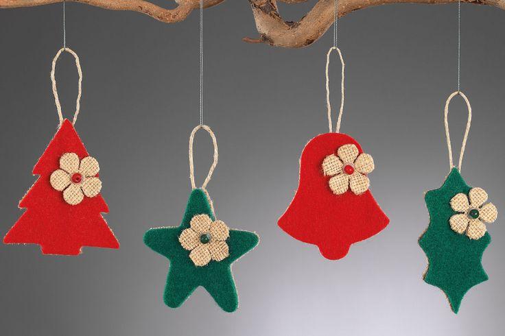 www.mpomponieres.gr Χριστουγεννιάτικα κρεμαστά στολίδια δέντρου φτιαγμένα από λινάτσα και τσόχα διακοσμημένα με λουλούδι από λινάτσα και χάντρα. Οι διαστάσεις των στολιδιών είναι: δέντρο 12,5X7,5cm, αστέρι 12Χ8cm, καμπάνα 13Χ7,5cm και γκι 13,5Χ5,5cm. Όλα τα χριστουγεννιάτικα προϊόντα μας είναι χειροποίητα ελληνικής κατασκευής. http://www.mpomponieres.gr/xristougienatika/xristougenniatika-kremasta-stolidia-apo-tsoxa.html #burlap #christmas #ornament #felt #stolidia #xristougenniatika