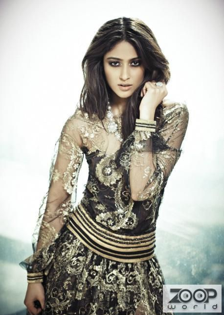 Ileana D'Cruz is an Indian film actress, who predominantly appears in Telugu and Hindi films and entered Bollywood with Anurag Basu's movie – 'Barfi'. Soon after that, Ileana's acting talent, sharp features and star quality caught the eyes of many other film directors who immediately signed her for their films. There is an innocence in her smile that lights up everyone. Have a look at her pictures and you'll know. You might also like: In Pictures : Ileana D'Cruz Enjoying In The Pool Beat…