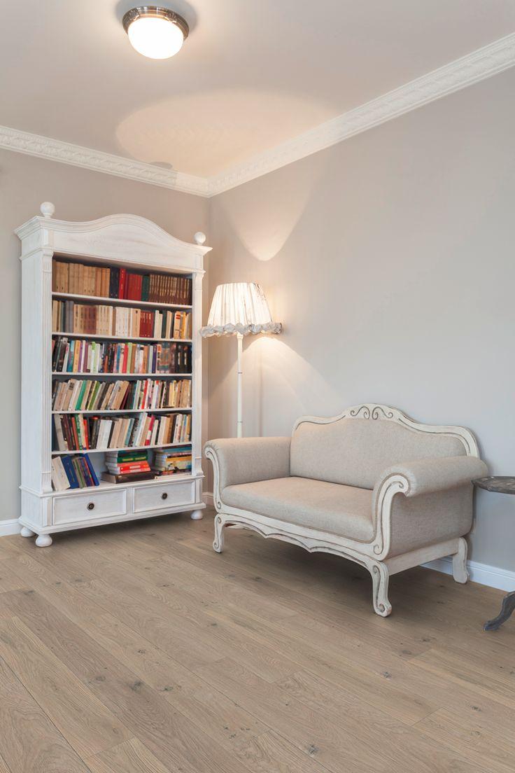 Click vinyl pvc vloer. Voor een prachtige landelijke look in je woonkamer. Variant licht bruin eiken. Een pvc vloer heeft een hoog leefcomfort, de planken voelen goed aan en de look is natuurgetrouw.