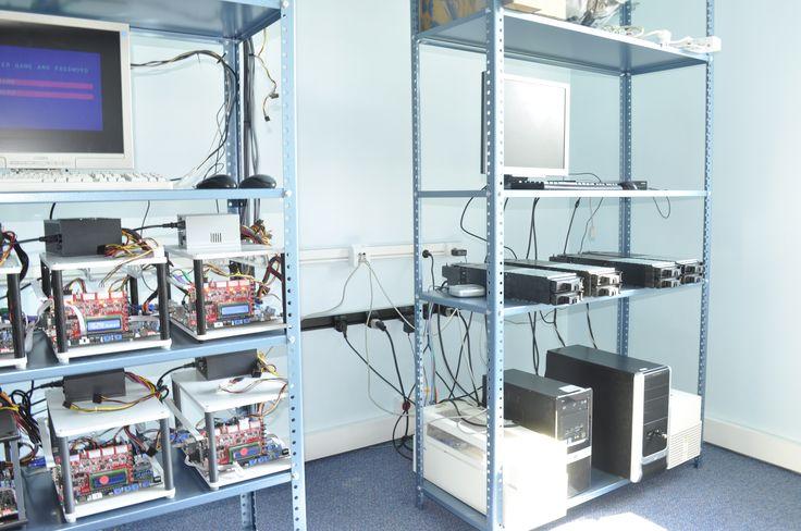 Szafy z komputerami zasilane przez system MAinline