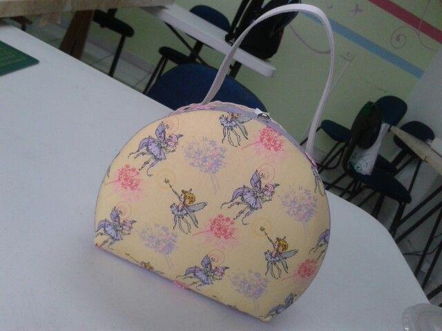 Maleta confeccionada pela aluna Doris em aula de maleta no Emporio do Artesanato.  Arrasou!!!