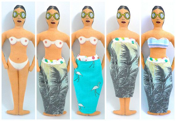 Poupée peinte : La Nageuse bronzée painting doll - Un Radis m'a dit - Une poupée pour jouer, pouvant être déshabillée, rhabillée, une jupe différente recto verso, donc plusieurs façons de l'habiller, elle vous dévoilera son bronzage estival, parce qu'elle ne bronze pas top less!, elle a de belles marques de bronzage!!! Page facebook : https://www.facebook.com/clairefabrications/