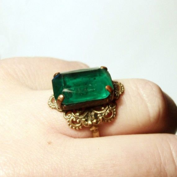 Art Deco Cocktail Ring 1930s Vintage Czech Green Emerald Glass Gold Filigree Square Stone Costume Ring