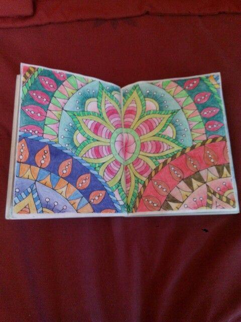 Mandalas y otros dibujos zen para colorear. Pentel coloring pencils.