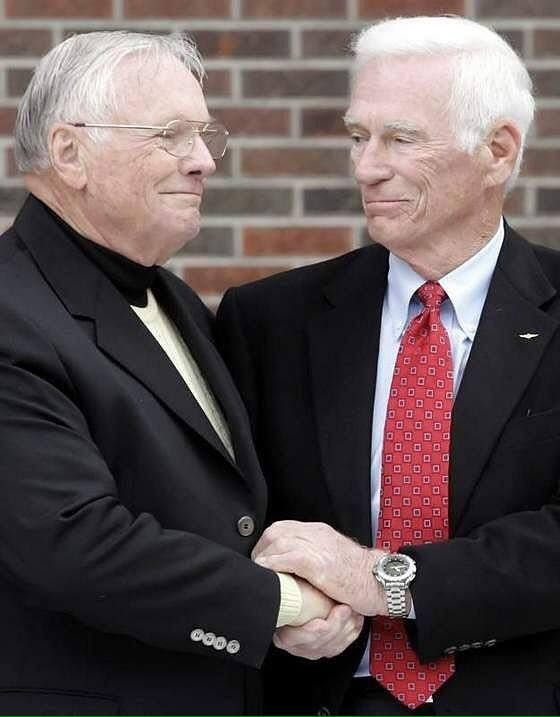 The first man and the last man to walk on the moon. Apollo 11 Commander Neil Armstrong and Apollo 17 Commander Gene Cernan share a warm smile, camaraderie and a clasp of hands. Neil's ground breaking EVA lasted just over two hours. Cernan, as he was proud to say, spent 3 days on the Lunar surface, where he had a house, a car and a job, spending almost a full day working on the moon over 3 EVAs. (Thanks to SpaceHipsters for this pic) #apollo