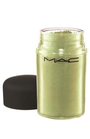 :: Khaki Green: Warna Pilihan Makeup Artist Musim Dingin ini :: CLEO.co.id! ::