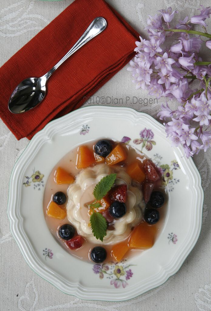 _MG_2073-puding served w/ mixed fruit compote-