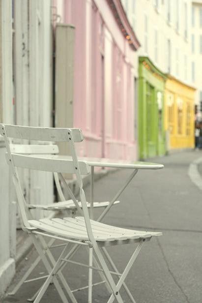 Canal Saint Martin, Paris #parisest #estparisien #grandhotelfrancais #grandhoteldore