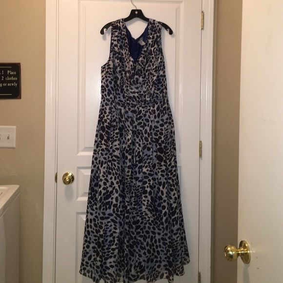 """Plus Size (20) Animal Print Long Dress Plus Size (20) Animal Print Long Dress this is a beautiful flowing long dress with a pretty layered top. Sleeveless, blue and black leopard print, v neck. Super flattering dress. Under arm to under arm measures 25"""" shoulder to shoulder measures 18"""" length measures 56"""" this could be for a formal or semi formal event Jessica London  Dresses"""