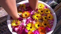 Kehäkukka-ruusu-merisuola-hunaja-jalkakylpy