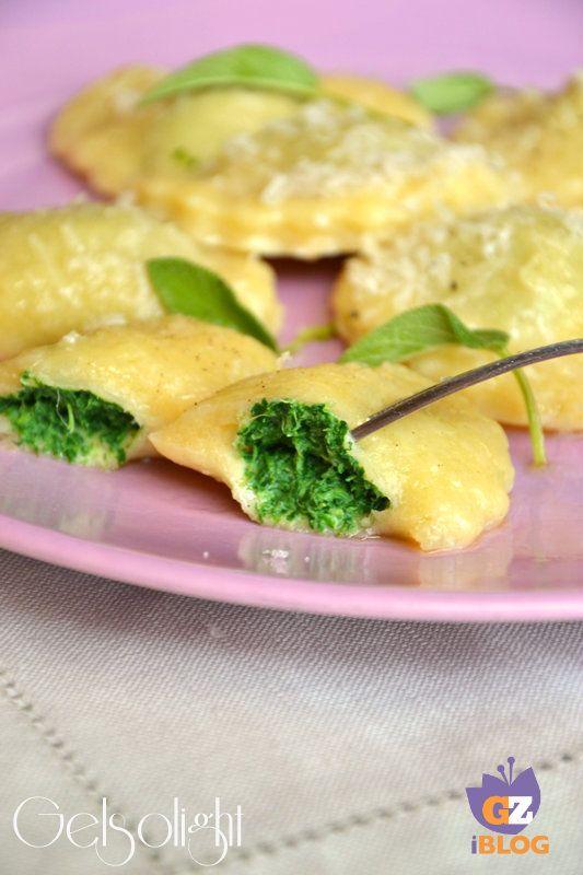 Ravioli di patate ripieni di spinaci e ricotta
