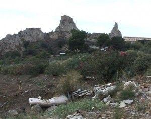 """Discarica abusiva nei pressi del cimitero """"Angeli""""<span class='video_title_tag'> -Video</span>"""