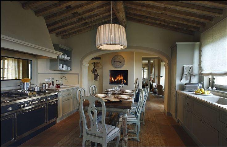 In questa elegante cucina in Versilia le ore passano volando... tra un cantuccino e un Vin Santo!