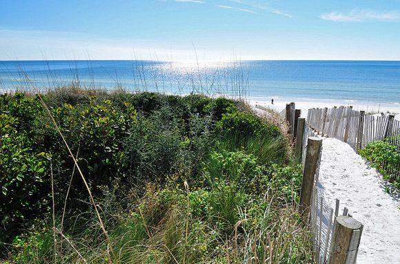 Santa Rosa Beach in Florida has calm waters