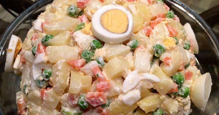 Fabulosa receta para Ensalada rusa clásica. Ensalada rusa argentina para Navidad, fin de año o para acompañar el asado. Con sólo tres ingredientes, papas, zanahorias y arvejas con mayonesa.