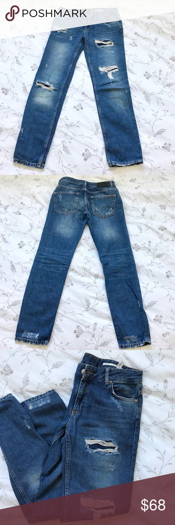 Zara women's jeans , medium rise, relaxed fit Zara women's jeans , medium rise, relaxed fit. Only worn one time , just like new . Zara Jeans