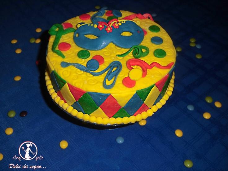 torta di carnevale, arlecchino dentro e pasta di zucchero fuori