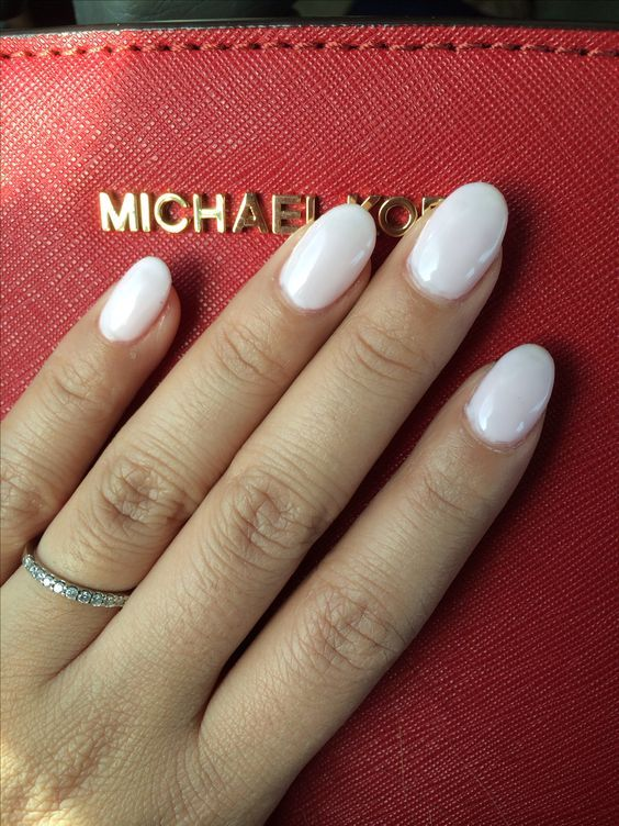 With round acrylic nails any design will look good. There is no limit here  and you can choose any color from the most neutral to the brightest. - 36 Short Acrylic Natural Shapes Round Nails Designs And Summer