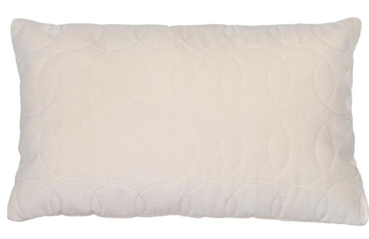 Pillow Leraine ivoor 50 x 30 - wissel je vierkante kussens af met dit langwerpige model! Uniek dankzij het diamante stiksel - Goossens wonen & slapen