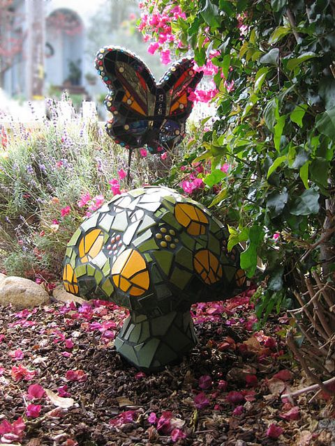 Green mosaic mushroom - wonder if we could turn our concrete mushrooms into something similar?...