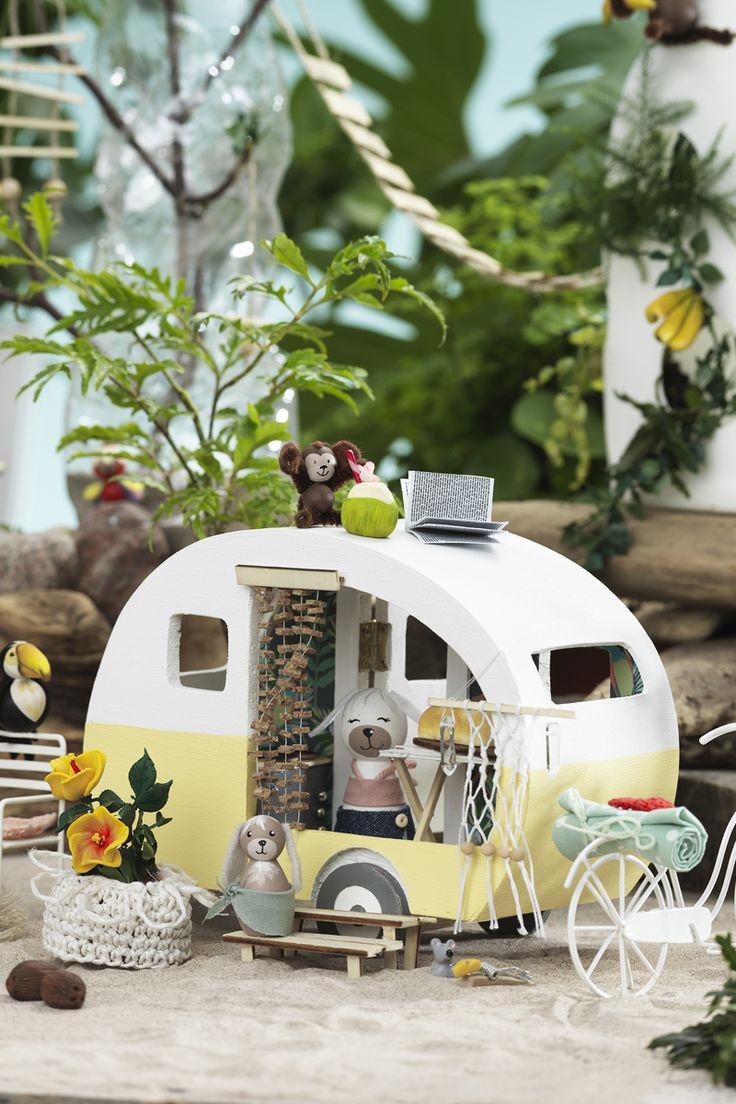 Miniature caravan www.panduro.com #DIY #caravan #animal #beach #fimo #clay #wooden figures #camping #miniatyrer #mini #lera #fairy garden