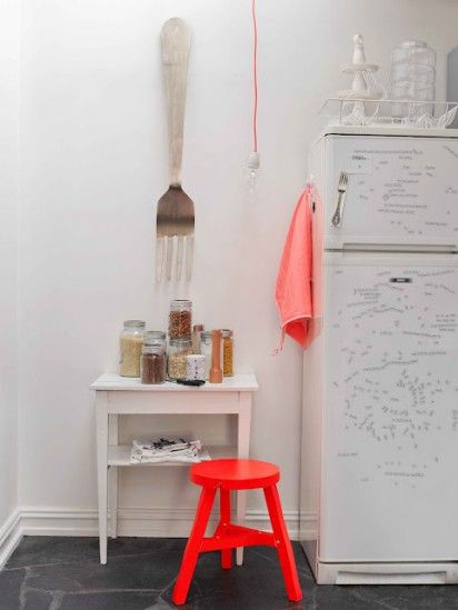 *giiiiant fork* added to my list of must-have decor.  lovely pics from a norwegian home at designformankind
