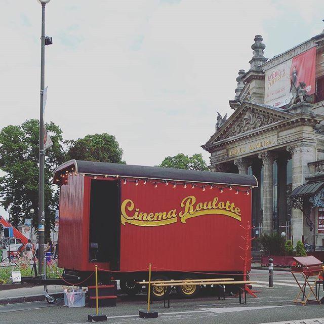 Dans les rues d'Amiens... #lafêtedanslarue #amiens #roulotte #cirque