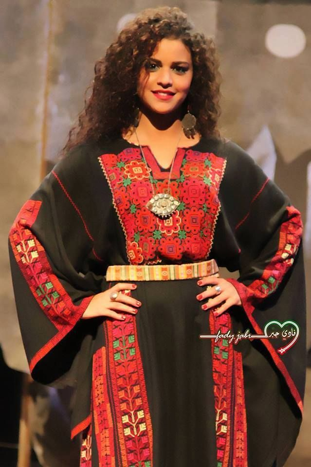 beautiful palestinian thobe made of embroidery wedding