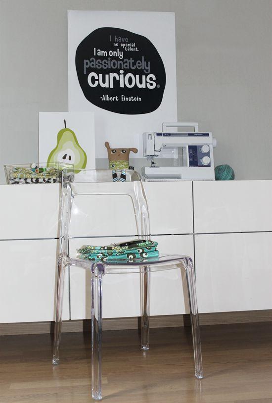 Transparent Pudeln plaststol. Polykarbonat, plast, stol, transparenta, kök, köksstol, vardagsrum, inredning. http://sweef.se/stolar/59-pudeln-stol-i-polykarbonat.html