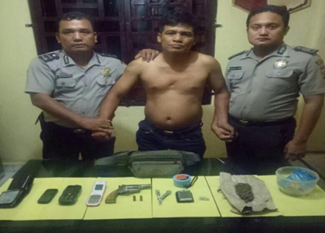 Balai Jaya (Rokan Hilir), Oketimes.com - Miliki narkoba dan senjata api rakitan laras pendek, NK alias Kartolo (41) warga Simpang Kayangan Km 37 Kep. Balai Jaya, ditangkap Polsek