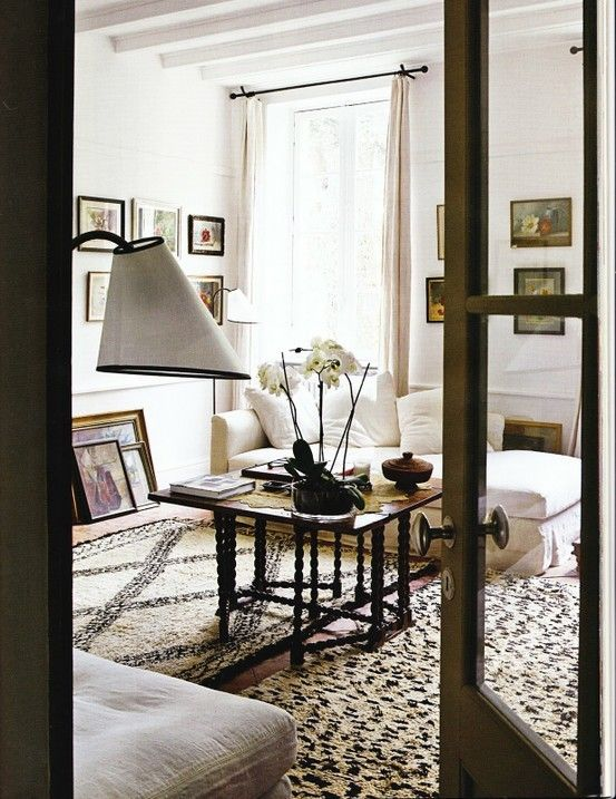 .Living Rooms, White Living, Moroccan Rugs, Area Rugs, Livingroom, Black White, Modern Living Room, Neutral Living Room, Families House