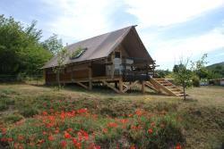 Blokhut Trappeur 24m² Confort+ 3 slaapkamers / Half-schaduwrijk terras 6 pers.