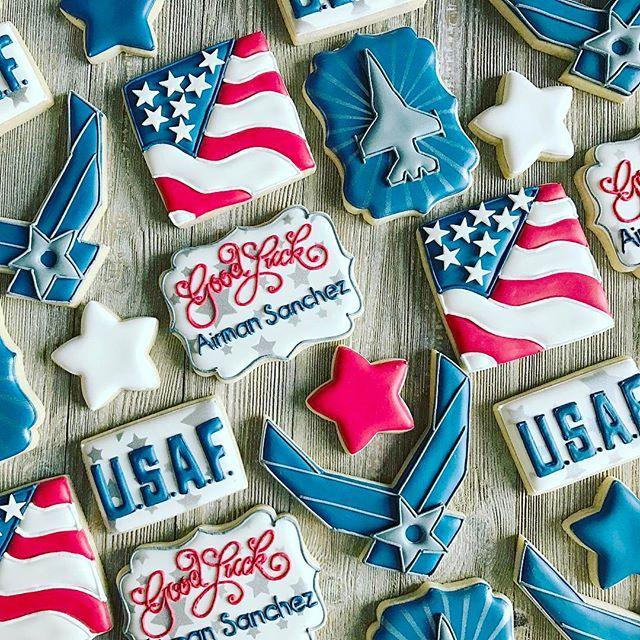 US Air Force cookies designed for a going away party. Good Luck Airman Sanchez! ❤️ #airforcecookies #usaf #customcookies #decoratedcookies #royalicing #cookiesofinsragram #yummy #petitetreatsbykelly