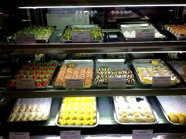 レシピとお料理がひらめくSnapDish - 7件のもぐもぐ - ❤ mindboggling array of indian desserts ... oh my ❗❗ by Cloudy G