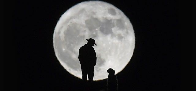 SUPERLUA COM CHUVA DE METEOROS - Se você não cansou de superluas e nem de chuva de meteoros em 2016, poderá aproveitar os últimos fenômenos do tipo no ano. E olha que ambos ocorrerão ao mesmo tempo: na noite desta terça-feira (13), os céus do Brasil terão simultaneamente os dois eventos astronômicos.