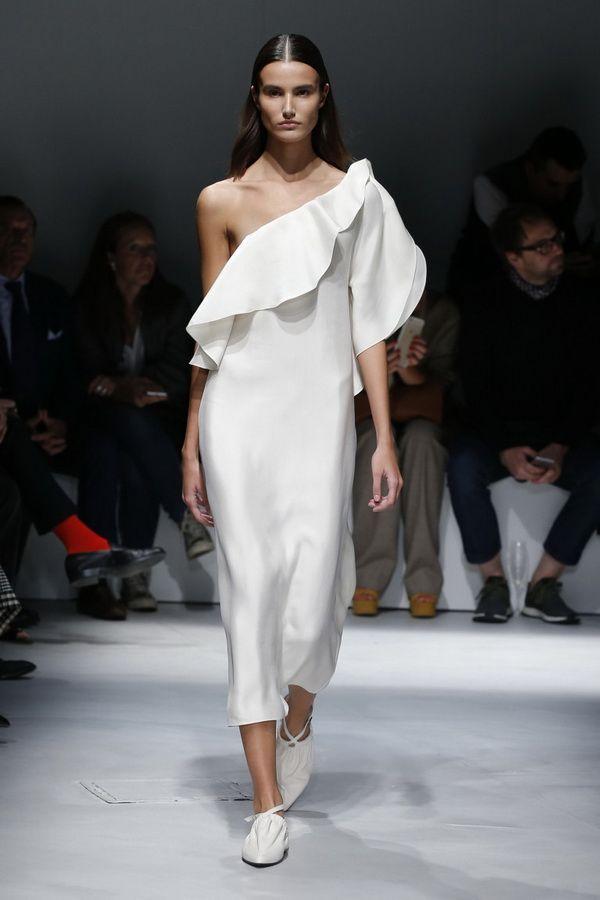Модное платье весна-лето 2017 открывающие одно плечо Krizia