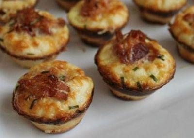 Μini muffins με μπέικον και παρμεζάνα