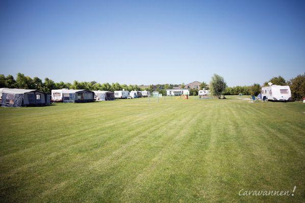 """""""Op de camping zijn vijfentwintig ruime kampeerplaatsen en een aantal seizoenplaatsen."""""""