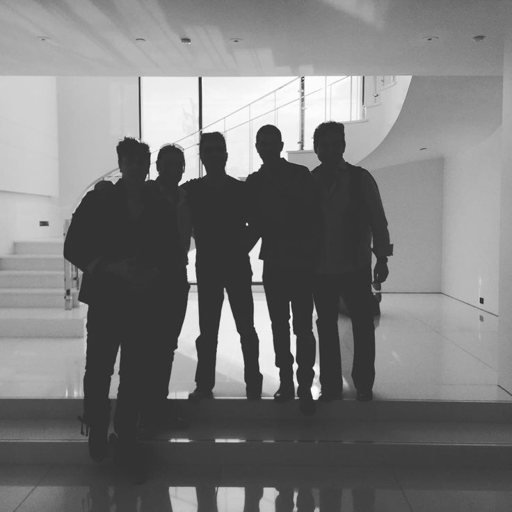 "647 To se mi líbí, 67 komentářů – Sebastien Izambard (@sebdivo) na Instagramu: ""We have a 5th member in the band and a great meeting yesterday in LA... guess who that might be?…"""
