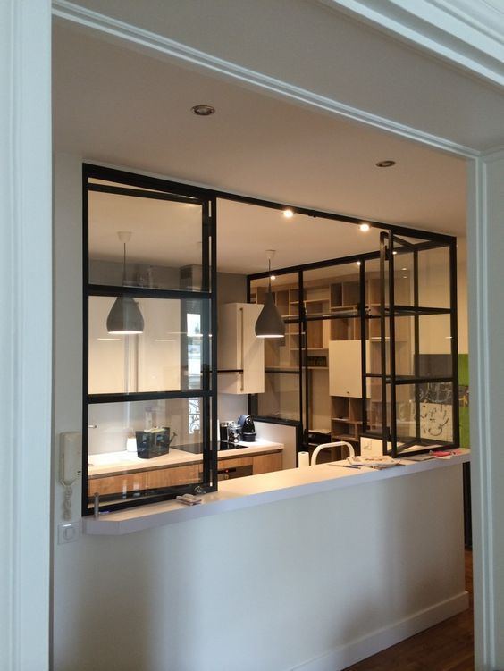 Séparer sans pour autant enfermer : la verrière ouvrante pour la cuisine    http://www.homelisty.com/verriere-interieure/