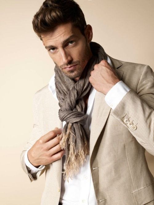 Les 139 meilleures images du tableau noeuds de foulard sur pinterest foulard homme noeuds de - Comment mettre un bandana homme ...