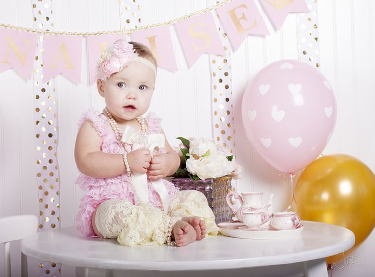 My baby girl's cake smash and one year old photo shoot! Darling banner from @sweetgeorgiasweet