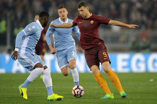 Quissanga Bastos of SS Lazio battles with Edin Dzeko of AS Roma during the TIM Cup match between AS Roma and SS Lazio at Stadio Olimpico on April 4, 2017 in Rome, Italy. - AS Roma v SS Lazio - TIM Cup