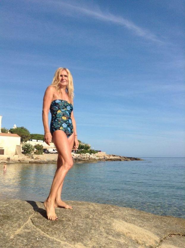 Monika Olejnik chwali się zdjęciami w kostiumie kąpielowym! - PUDELEK