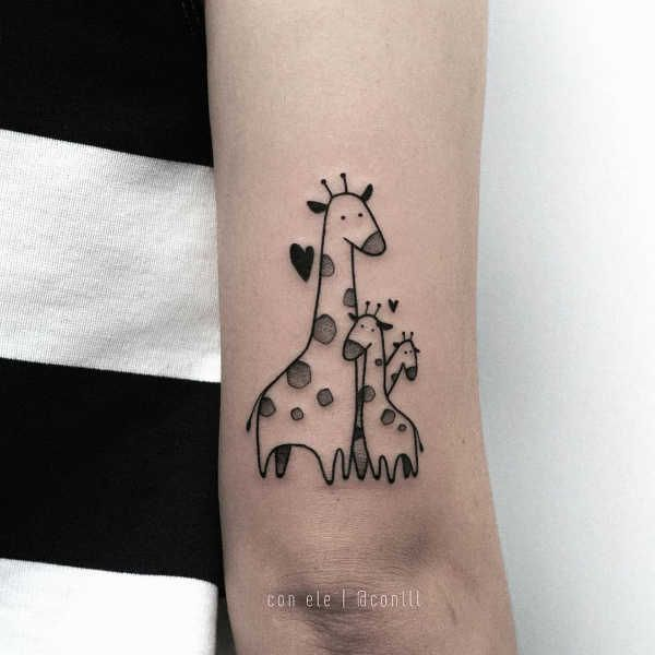 Some Cute Giraffe Tattoos In 2020 Giraffe Tattoos Family Tattoos Family Tattoo Designs