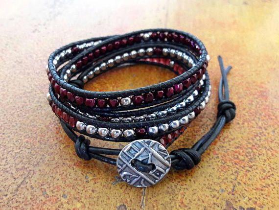 Bracciale donna cuoio // Cristalli rosso borgogna e Perle di Ematite //Bracciale wrap in stile Chan Luu // Idea regalo per lei