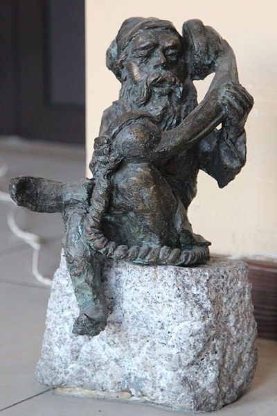(Telephonist) Wrocław is full of dwarves. They hide among the streets and narrow alleys, eluding the sight of passers-by