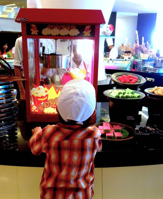 Feast: This place has its own kids' food stations for breakfast and brunch. (Photo by Indra Febriansyah) http://www.jakpost.travel/news/favorite-family-restaurants-in-bali-by-food-bloggers-YkJGCqevWtXPzdS8.html