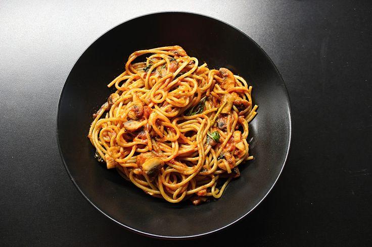 Hlavne chutne: Špagety s paradajkovo-šampiňónovou omáčkou