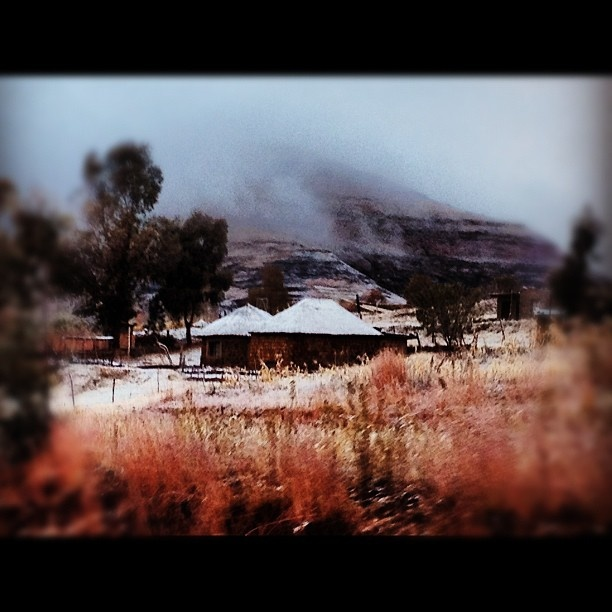 Early this morning just outside the Caledonspoort border post #snow #lesotho